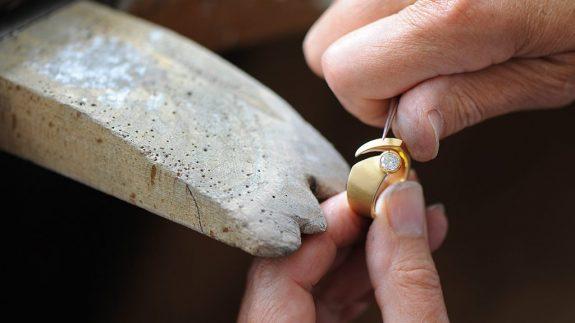 Goldschmiede_Kube_Schmuck_Gold_Werkstatt_Ring